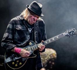Neil Young: Πούλησε το 50% του μουσικού του καταλόγου σε βρετανική επενδυτική