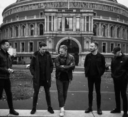 "Architects: Αποδίδουν με συνοδεία ορχήστρας το ""Animals"""