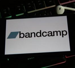 """Η πρωτοβουλία """"Bandcamp Friday"""" επεκτείνεται τουλάχιστον μέχρι το τέλος του 2021"""