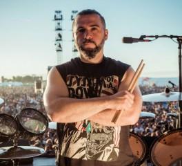 Ο John Dolmayan των System Of A Down εύχεται καλή θητεία στον νέο Πρόεδρο των Η.Π.Α.