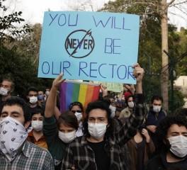 Τουρκία: Φοιτητές διαδηλώνουν υπό τους ήχους των Metallica (video)