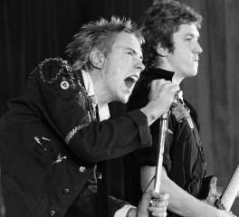 Μήνυση μελών των Sex Pistols εναντίον του John Lydon