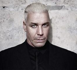 Μπαλάντα στα ρωσικά από τον frontman των Rammstein