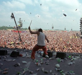 Ντοκιμαντέρ για το περιβόητο Woodstock του '99 (trailer)