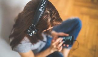Έρευνα αποκαλύπτει πως η μουσική βοήθησε τους Βρετανούς κατά τη διάρκεια του lockdown
