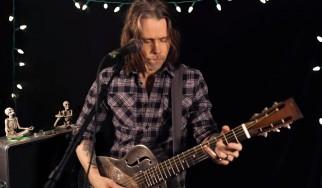 Δείτε τον Myles Kennedy να διασκευάζει Black Sabbath