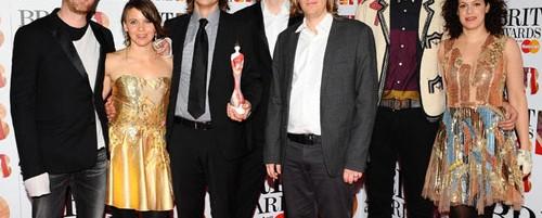 Arcade Fire, My Morning Jacket, Neil Young, Elvis Costello, Arctic Monkeys, Pearl Jam κ.ά. αποτίνουν φόρο τιμής στον Lou Reed