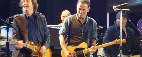 Δείτε τον Bruce Springsteen και τον Paul McCartney μαζί στην σκηνή