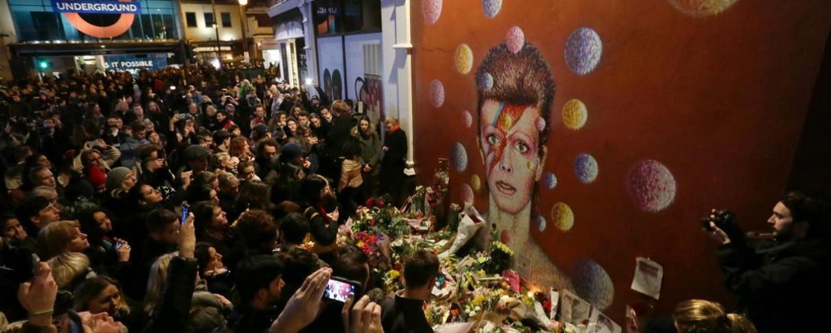 Αυτοσχέδια γιορτή με sing-along στην γενέτειρα του David Bowie