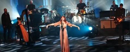 Ακούστε (και δείτε) την Florence Welch να ερμηνεύει Amy Winehouse