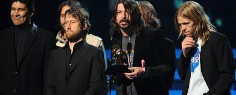 Foo Fighters, Bon Iver και Adele οι μεγάλοι νικητές των βραβείων Grammy