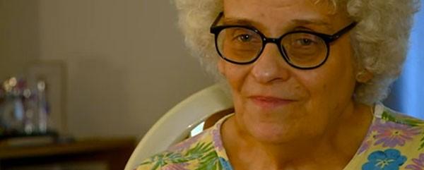 Αποκαλύφθηκε η ταυτότητα και η ιστορία της διάσημης πλέον «Grandma Drummer»