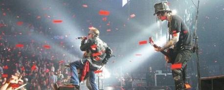 Ο Duff McKagan στη σκηνή με τον Axl Rose. Δείτε το video