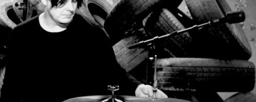 Δείτε τον Jack White να εξηγεί την τεχνική του στα drums