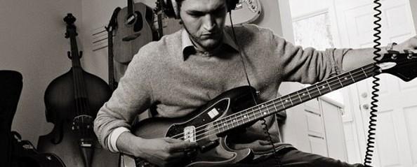 «Οι Atoms For Peace καθυστερούν τον καινούριο μας δίσκο» δηλώνει ο κιθαρίστας των Red Hot Chili Peppers