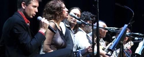 Δείτε τον Alex Kapranos να τραγουδάει Μάρκο Βαμβακάρη (video)