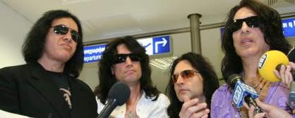 Πλησιάζει η συναυλία των Kiss στο Terra Vibe. Ήδη στην Αθήνα το συγκρότημα