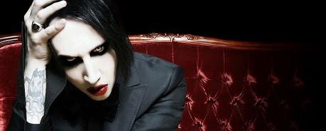 Ο Marilyn Manson παίζει punk rock (;)