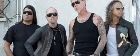 Τα μέλη των Metallica βγάζουν τα ...παπούτσια τους