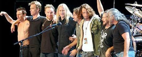 Grunge «Dream Team» επί σκηνής