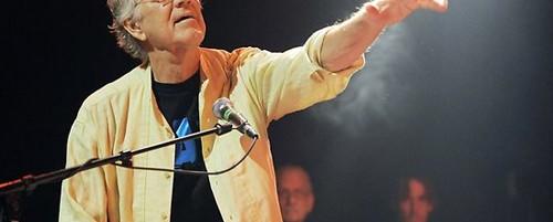 Διάσημοι καλλιτέχνες αποδίδουν φόρο τιμής στον Ray Manzarek
