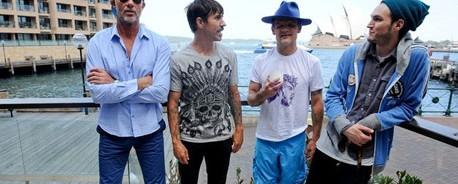 """Ακούστε το οκτάλεπτο κομμάτι των Red Hot Chili Peppers που δεν κατάφερε να μπει στο """"I'm With You"""""""