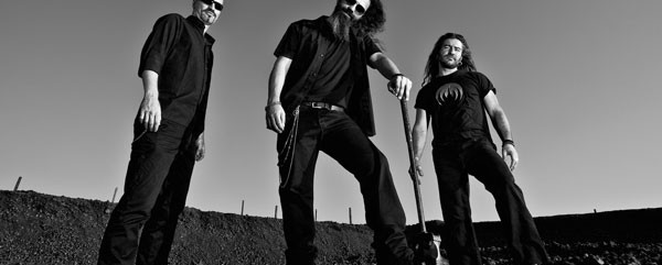 "Stone Cold Dead: Πληροφορίες για την κυκλοφορία του ἀλμπουμ ""Lava Flows"""
