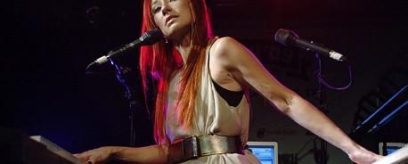 H Tori Amos «προκαλεί» τις metal μπάντες