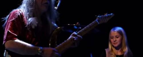 12-χρονη drummer παίζει ζωντανά Scorpions με τον Uli Jon Roth (video)