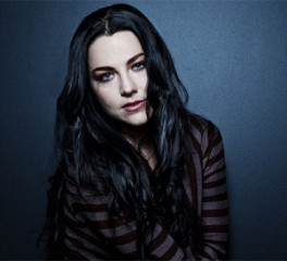 """H Amy Lee διασκευάζει το """"With Or Without You"""" των U2"""