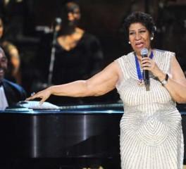 """Συγκινητική διασκευή της 72-χρονης Aretha Franklin στο """"Rolling In The Deep"""" της Adele (video)"""