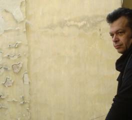 Ο Μπάμπης Παπαδόπουλος ζωντανά στο Θέατρο Πόρτα