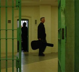 Μέλη των Pink Floyd και Radiohead κατά της απαγόρευσης μουσικών οργάνων στις βρετανικές φυλακές