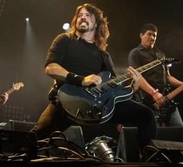 Δείτε τους Foo Fighters να διασκευάζουν εντυπωσιακά Roky Erickson
