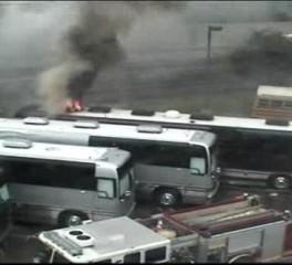 Τυλίχθηκαν στις φλόγες τα λεωφορεία με τα οποία περιόδευαν οι Foreigner και οι Styx (video)