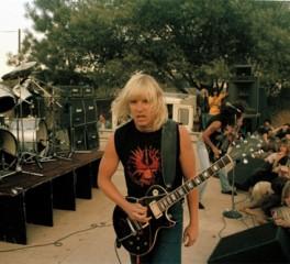 """Σπάνιες φωτογραφίες του Jeff Hanneman από το βιβλίο """"Murder In The Front Row"""""""