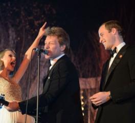 """Ο Πρίγκιπας William ερμηνεύει το """"Livin' On A Prayer"""" παρέα με τον Jon Bon Jovi και την Taylor Swift!"""