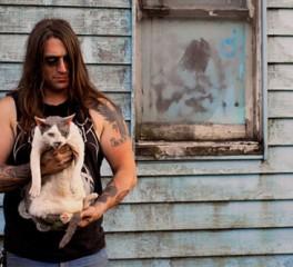 Μέλη των Isis, Morbid Angel και Napalm Death φωτογραφίζονται με τις γάτες τους