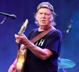 Neil Young και Crazy Horse ακυρώνουν συναυλία τους στο Ισραήλ
