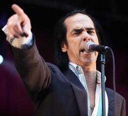 """Ακούστε τη διασκευή του Nick Cave στο """"She's Not There"""" των The Zombies"""