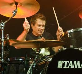 Σοβαρό πρόβλημα υγείας για τον drummer των Mr.Big