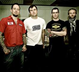 Ο τραγουδιστής των Napalm Death ανεβαίνει επί σκηνής με τους Volbeat