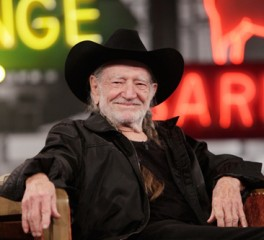 Willie Nelson: «Ψηφίστε εκείνους που υποστηρίζουν την νομιμοποίηση της μαριχουάνας»