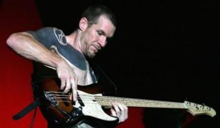 Ακούστε τη νέα μπάντα του μπασίστα των Rage Against the Machine