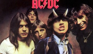 Σχεδόν πέτυχε η χριστουγεννιάτικη προσπάθεια τοποθέτησης των AC/DC στην κορυφή