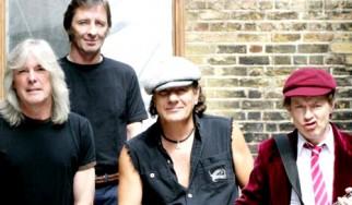 «Θέλω να γυρίσω στους AC/DC. Δεν τα παρατάω!»