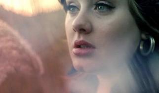 Εκτός από τα chart, η Adele σαρώνει και το karaoke