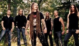 Οι Amorphis και πρώην μέλη τους μαζί στη σκηνή