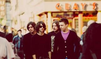 Οι Arctic Monkeys ερμηνεύουν ένα ολοκαίνουργιο τραγούδι τους