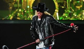 Δεν αποκλείει το ενδεχόμενο επανένωσης των «κλασικών» Guns N' Roses (εν όψει Rock And Roll Hall Of Fame) ο Axl Rose